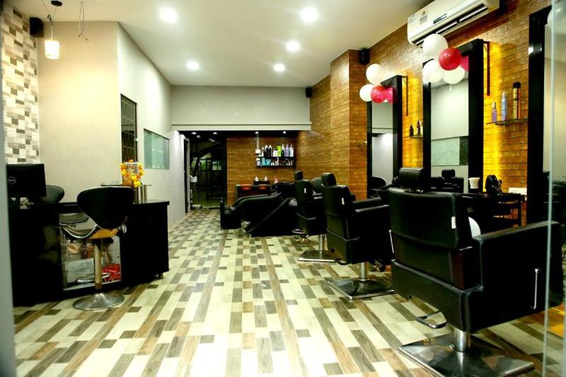 Small Beauty Salon For Sale In Mumbai, India Seeking INR 7