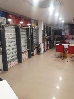 Optical store business seeking funds to open more outlets and start optical lens manufacturing facility.