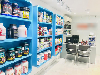 Wellness and supplement store with 2 company outlets and 4 franchise outlets, receiving 10-15 daily customers.