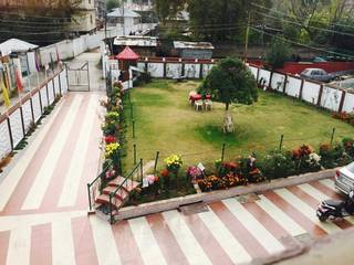 Deluxe hotel located near Dal lake, Srinagar, with 45 rooms available for 3 year lease.