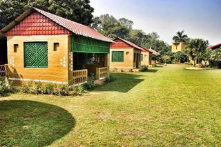 Resort and orchard with 20 rooms on a 91 bigha property at a scenic location.