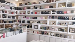 Business based in Sharjah involved in retail and wholesale of perfumes seeks investors for expansion.