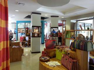 Retail & coffee shop selling Costa Rican handmade gifts & souvenirs, also serves food & coffee.